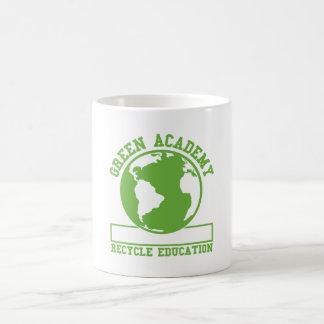 La academia verde recicla taza de café
