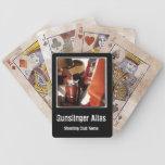 La acción personalizada del vaquero rápidamente di barajas de cartas