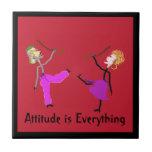 La actitud es Todo-Bailarines con la Bastón-Teja