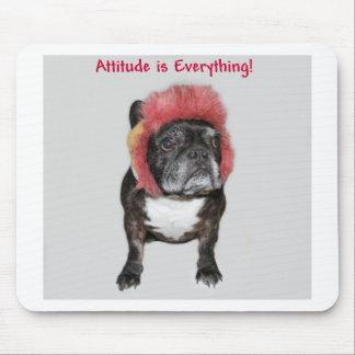 la actitud es todo dogo divertido con el gorra alfombrilla de ratones
