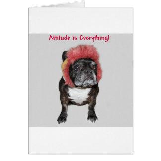 la actitud es todo dogo divertido con el gorra tarjeta de felicitación