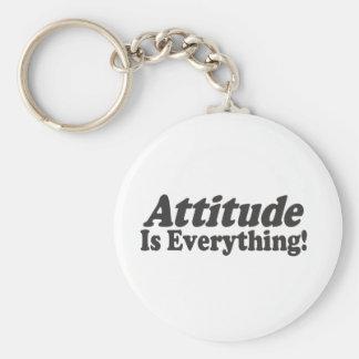 ¡La actitud es todo! Llavero Redondo Tipo Pin