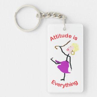 La actitud es todo - mujer mayor llavero rectangular acrílico a una cara