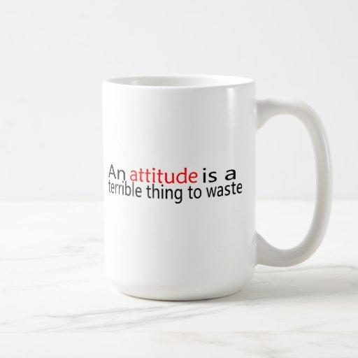 La actitud es una cosa terrible a perder taza