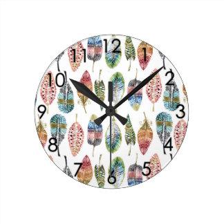 La acuarela empluma el verde rosado azul de color reloj redondo mediano