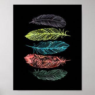 La acuarela multicolora empluma el poster tribal póster