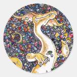 La acumulación del dragón pegatina redonda