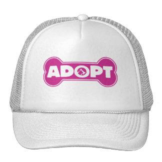 la adopción del gato y del perro adopta el hueso gorra