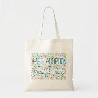 La adopción del mascota es una bolsa de asas hermo