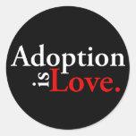 La adopción es amor pegatina redonda