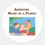 La adopción nos hizo a una familia pegatina redonda