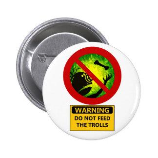 La advertencia divertida no alimenta la muestra de pin redondo de 2 pulgadas