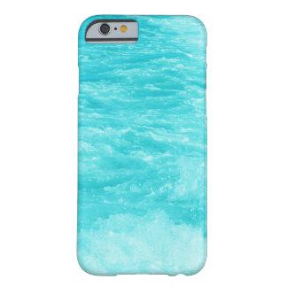 La agua de mar de las azules turquesas con salpica funda de iPhone 6 barely there