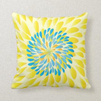 La aguamarina abona y amarillea la almohada floral