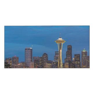 La aguja del espacio y la Seattle céntrica Impresión En Madera
