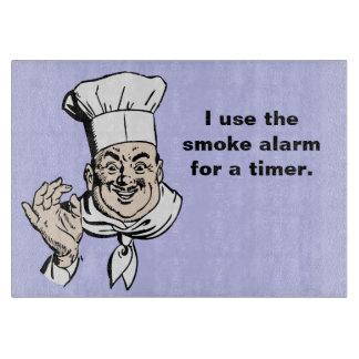 La alarma de humo es el contador de tiempo tabla de cortar