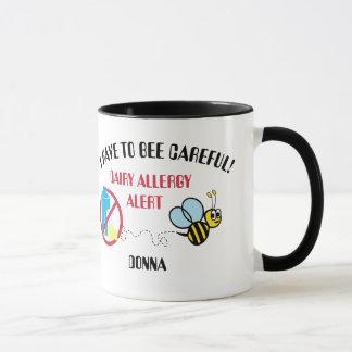 La alarma de la alergia de la lechería manosea la taza