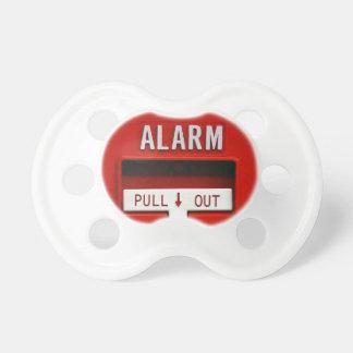 La alarma saca el pacificador en blanco chupete de bebe