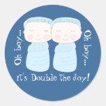 ¡La alegría doble! Muchachos gemelos Pegatinas Redondas
