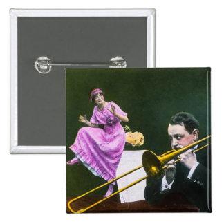 La aleta del trombone de los juegos del hombre pin cuadrado