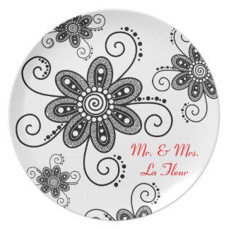 La alheña inspiró las flores espirales (negro y el platos