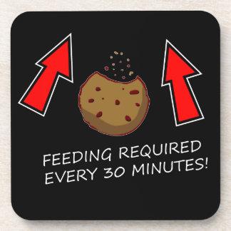La alimentación de la galleta requirió el práctico posavasos de bebida