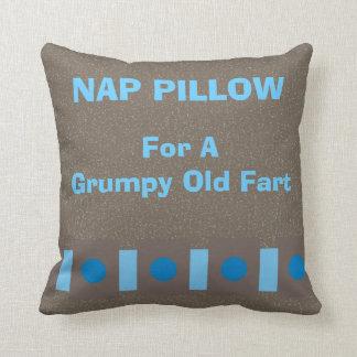 """La almohada de la siesta """"para un viejo gruñón"""