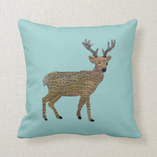 La almohada decorativa del reno de oro