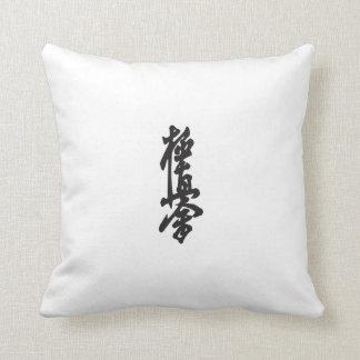 La almohada más fuerte del karate de Kyokushin Cojín Decorativo