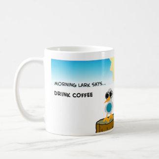 La alondra de la mañana dice el café de la bebida taza clásica