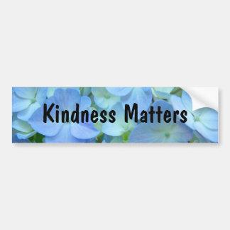 La amabilidad importa floral azul de las pegatinas pegatina de parachoque