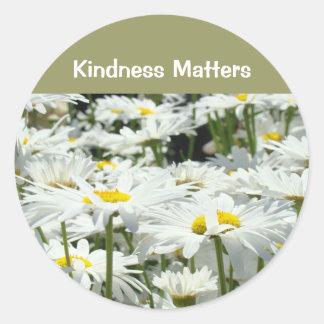 La amabilidad importa margarita buena de la pegatina redonda