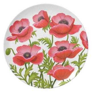 La amapola de jardín roja florece la placa plato de comida