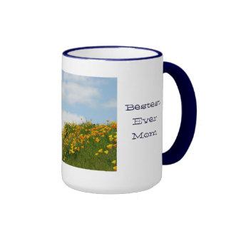 La amapola de la taza de la mamá florece el cielo