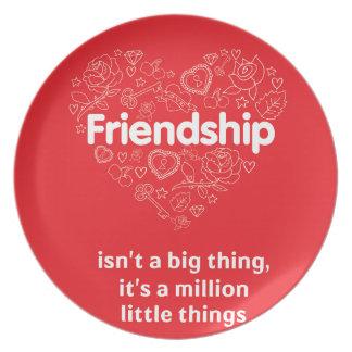 La amistad es cita linda de millón de cosas plato para fiesta