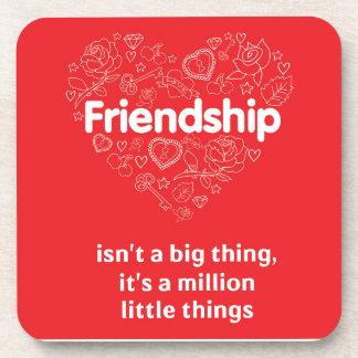 La amistad es cita linda de millón de cosas posavasos de bebidas