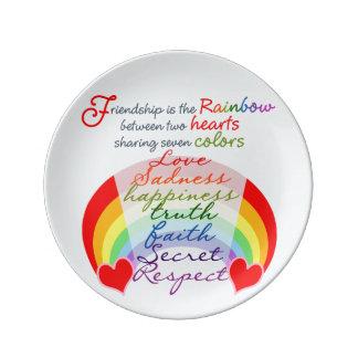 La amistad es el arco iris BFF que dice diseño Plato De Cerámica
