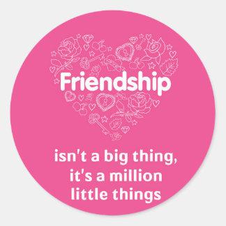 La amistad es millón de pequeñas cosas. pegatina