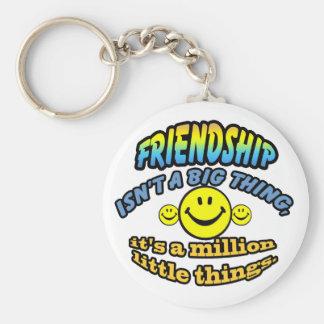 La amistad no es una cosa grande, él es millón llavero redondo tipo pin