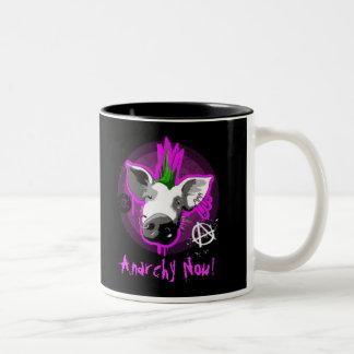 La anarquía ahora asalta taza de café de dos colores