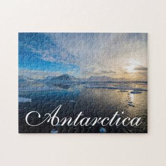 La Antártida. Cerca de la isla de Adelaide. El Puzzles