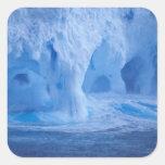 La Antártida. Iceberg con las ondas de fractura Pegatina Cuadrada