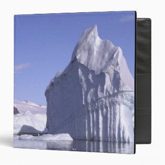 "La Antártida, península antártica. Zodiak y Carpeta 1 1/2"""