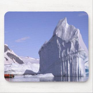 La Antártida, península antártica. Zodiak y Alfombrilla De Ratones