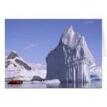 La Antártida, península antártica. Zodiak y Tarjeta De Felicitación