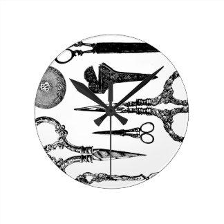 La antigüedad Scissors la ilustración Reloj Redondo Mediano