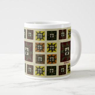La antigüedad tejó la flor de lis (roja) taza de café grande
