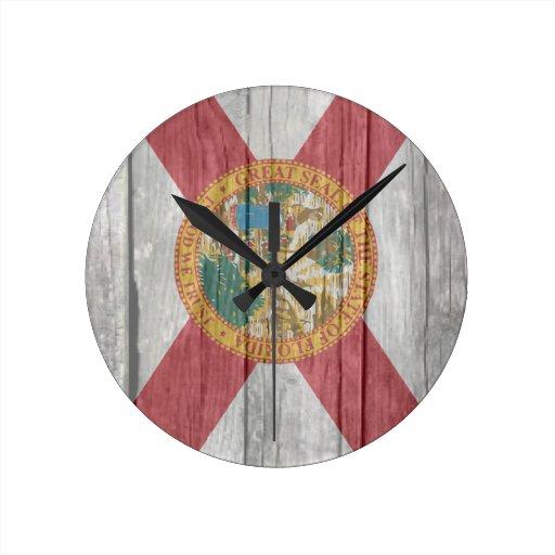 La antigüedad vieja se descoloró la bandera de mad reloj de pared