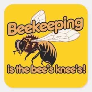 La apicultura es las rodillas de las abejas calcomanías cuadradases
