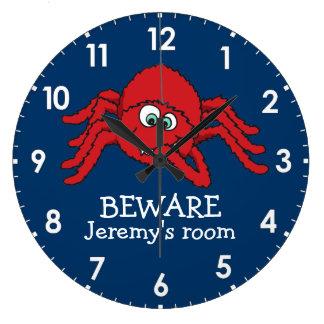 La araña de los niños de la diversión se guarda de reloj redondo grande